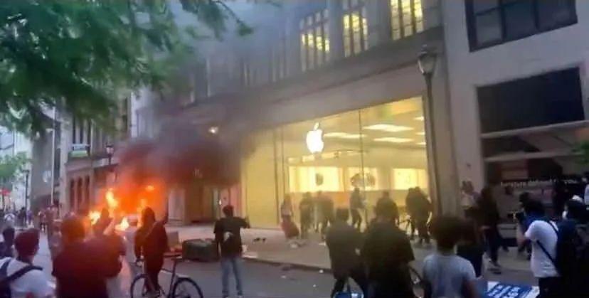 苹果店铺被洗劫